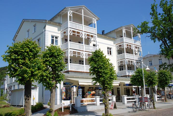 Villa seerose ferienwohnungen ostseebad sellin r gen for Wilhelmstrasse sellin