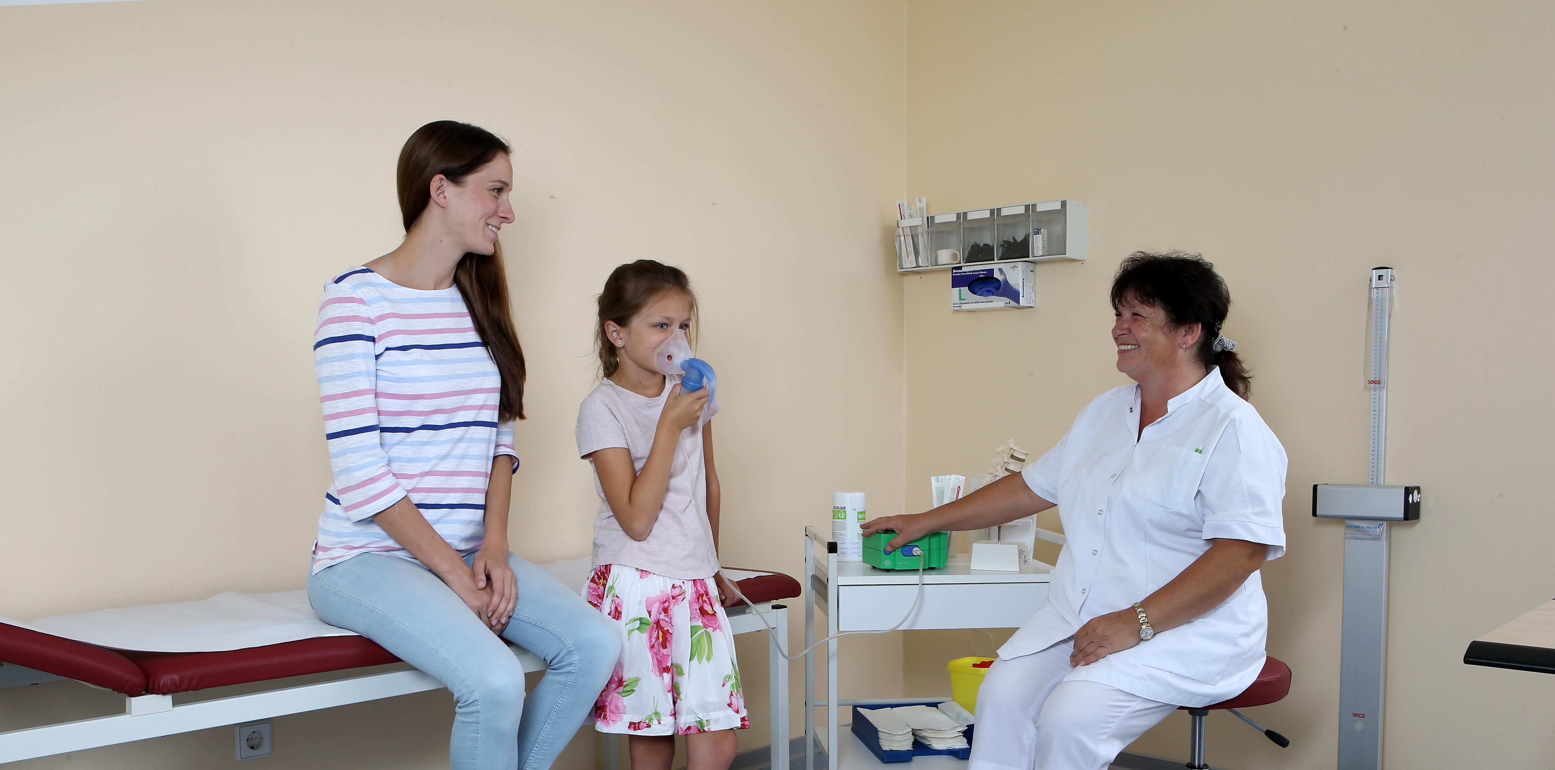 Therapie sowie Behandlungszimmer